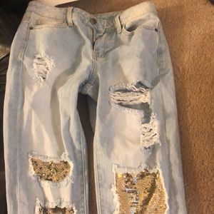 Distressed BF jeans with gold sequins